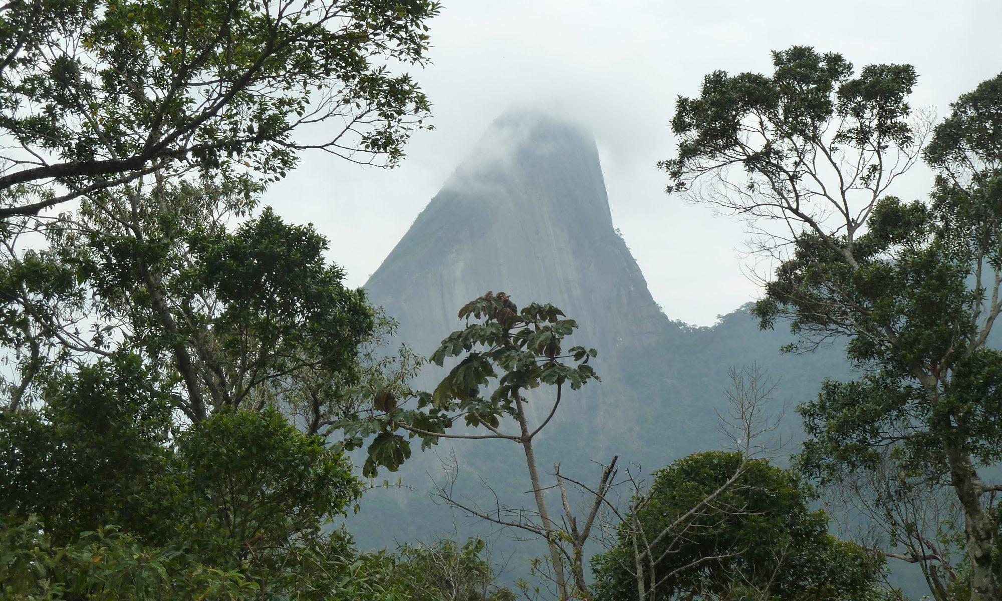 Berg im Nebel, aufgaben Ort für Meditation und Selbstfindung in Magé Rio de Janeiro